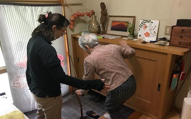 訪問リハビリの玄関を出る練習